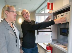 Elektro Sandberg har leveretat brandlarm till Hässleholms tingsrätt. Bilden: Thomas Holmqvist och Ann Berner Westerberg. Foto: Drago Prvulovic/MalmöBild   2015-06-29